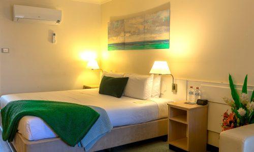 premier king room bed