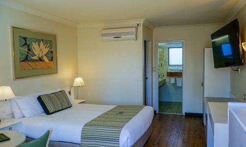 standard queen with 2 bedroom ensuite room